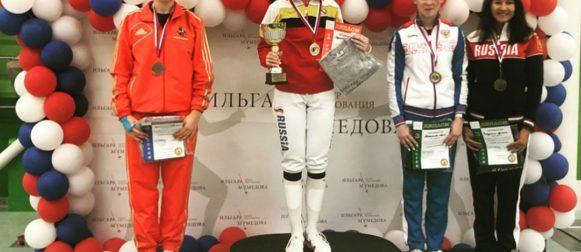 Светлана Трипапина завоевала серебряную медаль всероссийских соревнований среди рапиристок