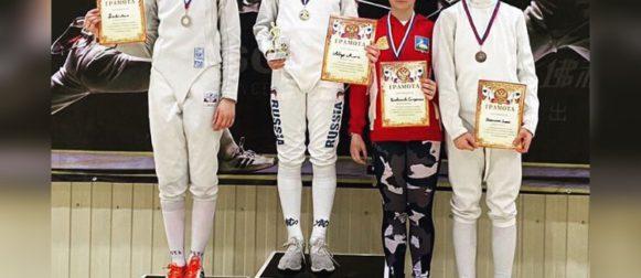 Серебро и бронзу завоевали наши рапиристки на Открытом турнире в Люберцах!